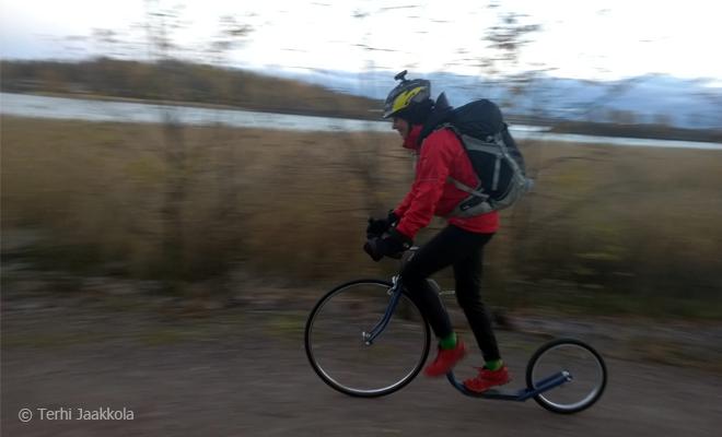 Työmatkalla - kickbike & minä Kuva: Terhi Jaakkola