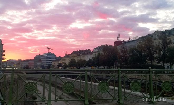 Auringonnousu Wienissä. Kuva: Terhi Jaakkola